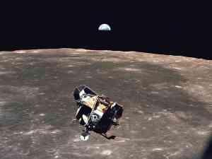 Lunarni modul misije Apollo, i izlazak Zemlje