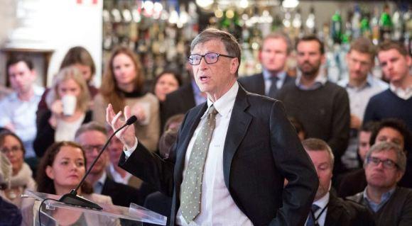 Bil Gejts na radnom doručku u norveškom think-tanku Civita u Oslu 15. novembra, 2013. Gejts je pozvao Norveški državni fond, jedan od najvećih investitora u svetu i težak 800 milijardi dolara, da više donacija daje najsiromašnijim zemljama, kojima pristiže veoma malo privatnog novca. (REUTERS / Gorm Kallestad / NTB Scanpik)