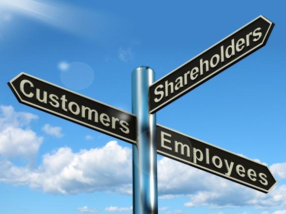 Koji je smer vođenja kompanije najbolji: 1.akcionara, 2. zaposlenih, ili 3. klijenata?