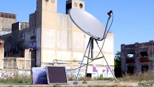 Risiver prima usmereni signal sa mini-satelita, pretvarajući ga u Wi-Fi signal koji bi se mogao hvatati mobilnim telefonom. Foto: BBC/ Outernet