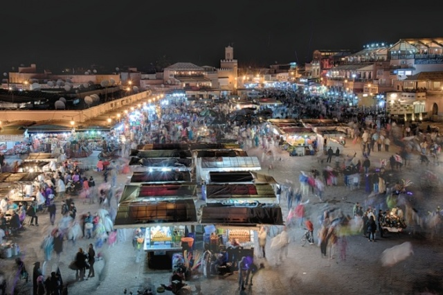 "9pm: Marrkeš, Maroko, ""Pijačna groznica"". Foto:Nicola Young"