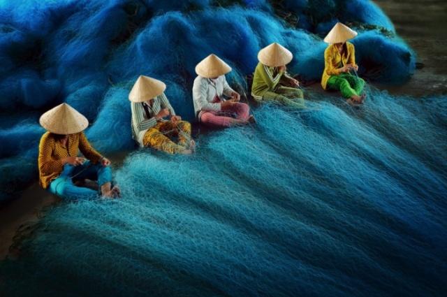 """Pobednik za Aziju i Pacifik: """"Krpljenje mreža"""". Foto: Ly Hoang Long"""