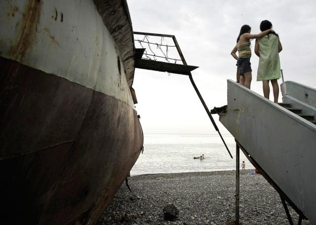 Morski žal u Sukumiju, na obalama Crnog Mora, Abhazija, 2007.