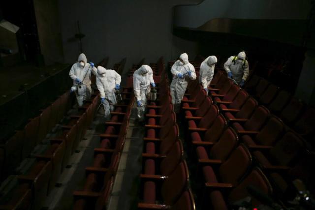 Dezinfekcija bioskopske sale u Seulu, Južna Koreja (18. jun)