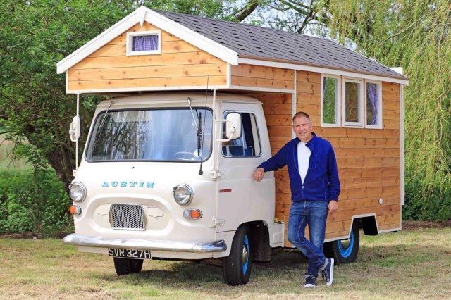 """Austin Camper"" (Ostin Kamper). Vlasnik: Stiven Elejn, Norfolk. Kategorija: letnja sobica/kućica"
