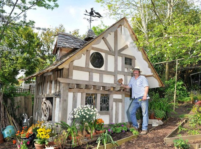 """Old Garden Shed"" (Stara baštenska kućica). Vlasnik: Brajan iz Hejstingsa. Kategorija: jeftina kuća"