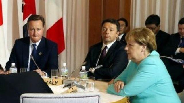 S leva na desno: Britanski premijer David Cameron, italijanski PM Mateo Renci i nemačka kancelarka Angela Merkel. Foto: May