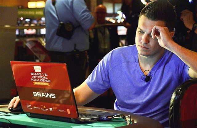 Profesionalni pokeraš Daglas Polk na turniru protiv AI 2015
