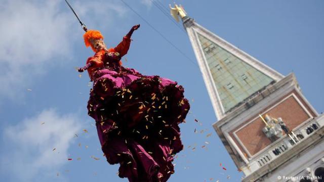 """Venecijanski karneval otvorili su """"kraljica"""", Klaudija Markijori i njen """"Let anđela"""""""