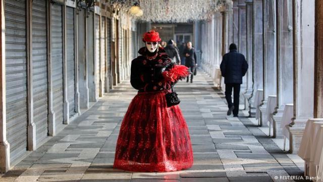 Maske, ne samo venecijanske, simbol su tajne, mističnosti, skrivenih stvari i mogućnosti.