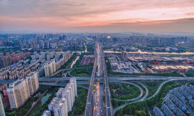 Autoputevi i stambeni blokovi, Hangdžou, provincija Žeđjang. Foto: Imaginechina/Rex/Shutterstock