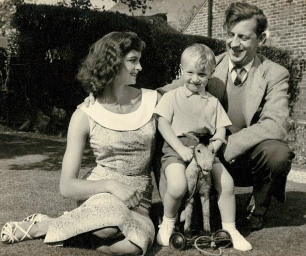 Dafne sa suprugom Džimom i sinom Markom.