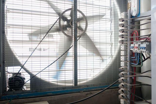 Industrijski usisni ventilatori za hlađenje ugrađeni su posvuda