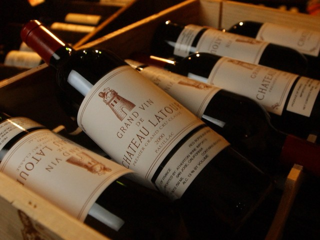 Sanduci vrsnog Bordeaux vina, Chateau Latour, Francuska (berba 2000). GEORGE WILHELM / LOS ANGELES TIMES VIA GETTY IMAGES
