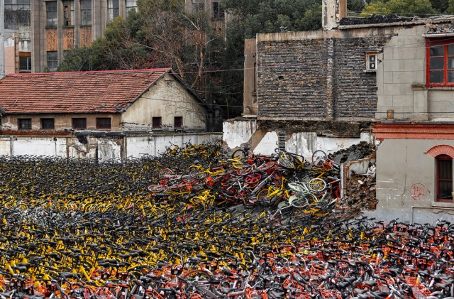 "03. Šangajski ""šering-bicikli"", uskladišteni a potom i sortirani na gomile (1. februara 2018, Elizaveta Kirina / Shutterstock"