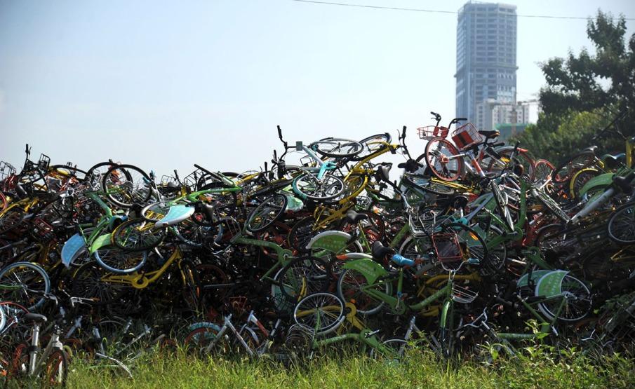 18. Hiljade nezakonito parkiranih šering-bicikala na sportskom terenu u Hefeiju (17. avg 2017, TPG/ Getty)