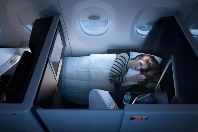Nakon što je Delta uvela posteljinu i ćebad marke Westin Hotel & Resorts - putnici su ove brendirane stvari počeli da masovno iznose iz aviona. Foto: Delta erlajnz.