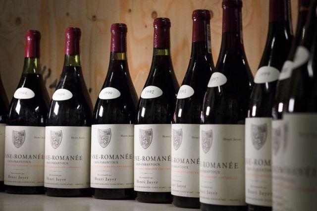 Henri Jayer, ispred ulaza u svoje rodno mesto Vosne-Romanée u kojem se proslavio po svom vinogradu najboljem Burgundcu na svetu (Côte d'Or, Côte de Nuits, Francuska. Foto: Wine Spectator)