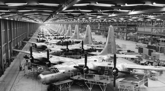 Bombarderi TB-32 na liniji za montažu. Foto: Američko ratno vazduhoplovstvo