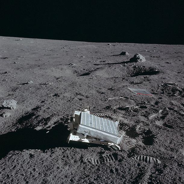 Laserski reflektor sa Apoa 11 ostavljen na Mesecu
