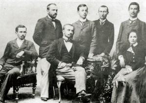 Jovan Skerlić i Bogdan Popović (obojica sede) sa prijateljima